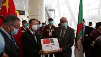 صورة الفريق الطبي الصيني يغادر الجزائر