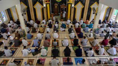 صورة بلدان اسلامية سمحت بأداء صلاة العيد في المساجد