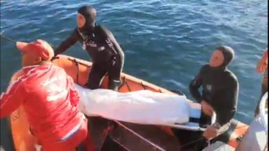 صورة إنتشال جثة شاب قذفته الأمواج بسواحل تيبازة