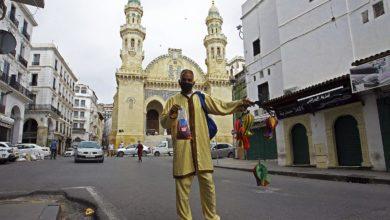 صورة هكذا استقبل الجزائريون عيد الأضحى المبارك..الكمامات والتباعد الاجتماعي !