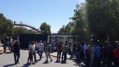 """صورة مكتتبو""""عدل2″ يحتجون أمام مقر الوكالة ويطالبون بشهادات التخصيص"""