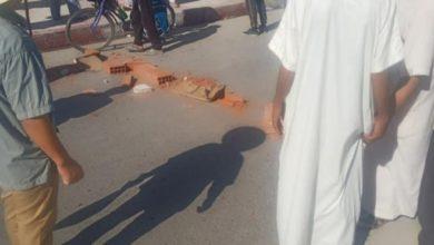 صورة مواطنو تبسة يحتجون ويغلقون الطريق بسبب انعدام السيولة المالية