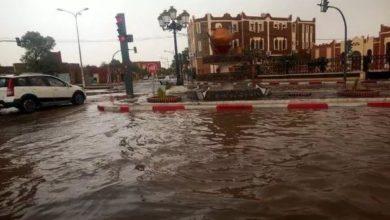 صورة انقاذ 10 أشخاص حاصرتهم الفيضانات بتمنراست