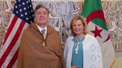 صورة زوجة السفير الأمريكي تخضع للحجر الصحي بعد وصولها للجزائر