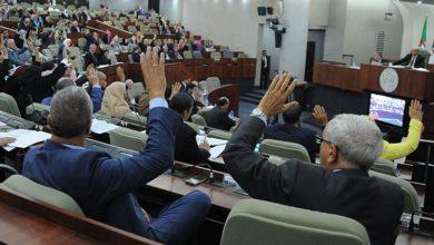 صورة نواب البرلمان يصوتون بالاجماع على مشروع تعديل الدستور