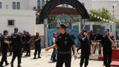 صورة إصابة شرطي في حرب عصابات أمام سجن الحراش
