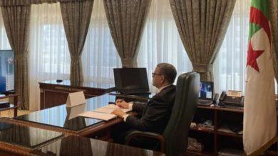 صورة الوزير الأول يترأس اجتماعا للحكومة
