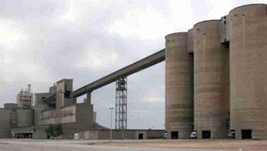صورة مصنع الإسمنت لبني صاف يصدر 13 ألف طن من مادة الكلنكر إلى موريتانيا