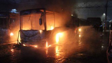 صورة احتراق 4 حافلات لنقل المسافرين في حريق حظيرة وسط مدينة قالمة