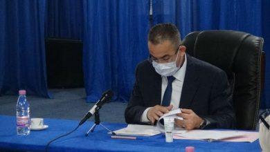 صورة أرزقي براقي يترأس إجتماعا لتقييم عملية تموين المواطنين بالماء الشروب