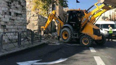 صورة فلسطين: الاحتلال الصهيوني يهدم  الدرج المؤدي إلى مقبرة الشهداء الإسلامية