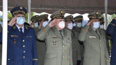 صورة الجيش الوطني يلقي تحية وداع لشهداء حادثة المروحية