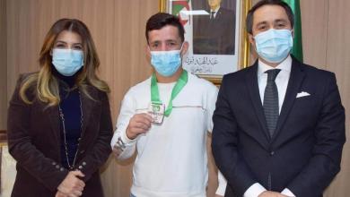 صورة فرقات يجلب أول ميدالية في بطولة عالمية في تاريخ المصارعة الجزائرية