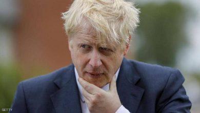 صورة أحزاب سياسية تطالب باستقالة رئيس وزراء بريطانيا