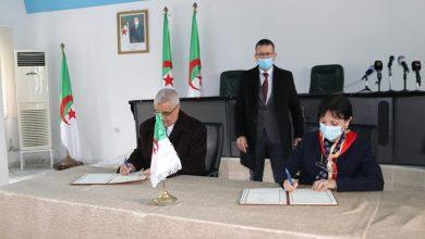 صورة توقيع اتفاقية شراكة بين وزارتي البيئة والسياحة