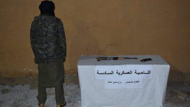 """صورة الإرهابي """"العربي لادمي مهدي"""" يسلم نفسه لقوات الجيش الوطني"""