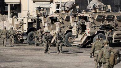 """صورة بايدن يعيد تاريخ """"بوش"""" في العراق بحجة حماية قوات التحالف من الإرهاب"""