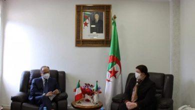 صورة بن فريحة تتابحث سبل التعاون في مجال التكوين مع سفير إيطاليا بالجزائر
