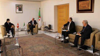 صورة الجزائر وتونس يبحثان تعزيز التعاون الثنائي في القطاع الصناعي