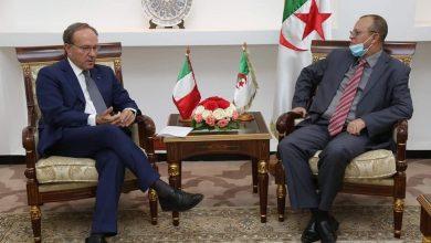 صورة وزير الأشغال العمومية يستقبل السفير الإيطالي لدى الجزائر