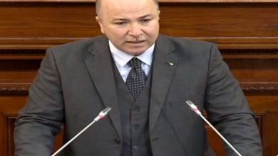 صورة أيمن بن عبد الرحمان يتسلم رسميا مهامه كوزير أول