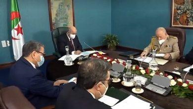 صورة رئيس الجمهورية يترأس إجتماعا للمجلس الأعلى للأمن