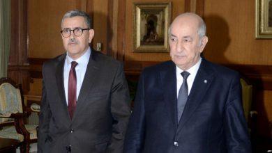 صورة جرّاد يقدم إستقالة الحكومة لرئيس الجمهورية