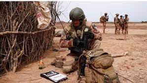 صورة فرنسا تعلق عملياتها العسكرية مع مالي