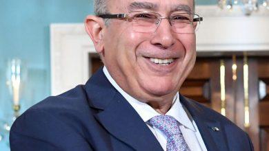 """صورة الوزير """"لعمامرة"""" يستقبل وزراء ومبعوثين من دول الجوار"""