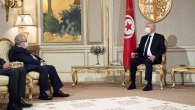 صورة رمطان لعمامرة ينقل رسالة شفوية إلى رئيس تونس
